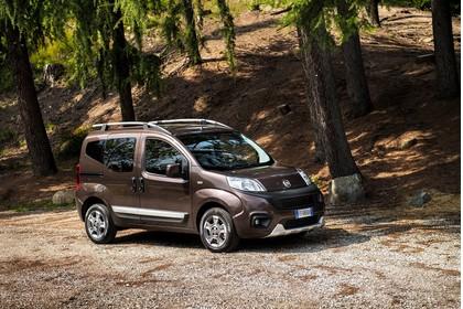 Fiat Qubo Trekking 225 Aussenansicht Seite schräg dynamisch braun