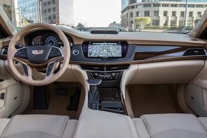 Cadillac CT6 Limousine Innenansicht statisch Vordersitze und Armaturenbrett