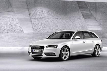 Audi A4 B8 Avant Facelift Aussenansicht Front schräg statisch weiss