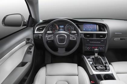 Audi A5 Facelift Coupe Innenansicht Fahrerposition Studio statisch grau