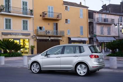 VW Golf Sportsvan AussenansichtSeite statisch silber