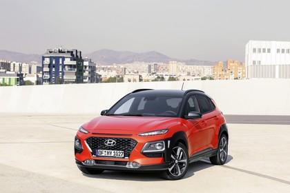 Hyundai Kona OS Aussenansicht Front schräg statisch rot