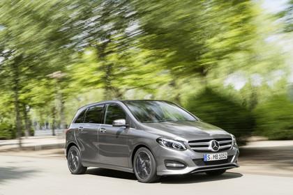 Mercedes B-Klasse W246 Aussenansicht Front schräg dynamisch grau