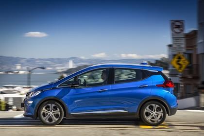 Opel Ampera-e Aussenansicht Seite dynamisch blau