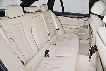 BMW 5er G31 Touring Innenansicht Rücksitzbank statisch beige