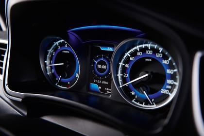 Suzuki Baleno EW Innenansicht statisch Detail Tacho