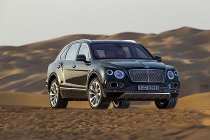 Bentley Bentayga Falconry by Mulliner Aussenansicht Front schräg statisch grün