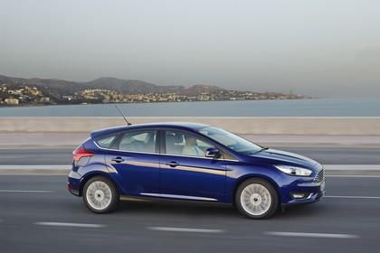 Ford Focus Schrägheck Mk3 Seite schräg dynamisch blau
