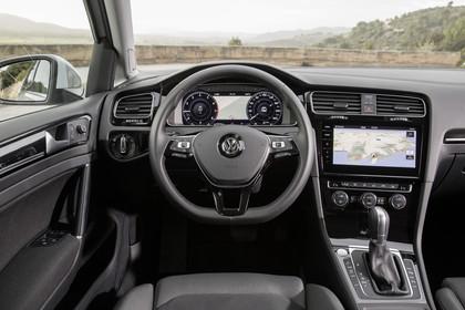 VW Golf 7 Variant Facelift Innenansicht Fahrerposition statisch schwarz