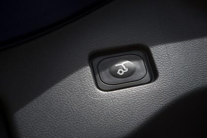 Ford Mondeo Turnier Mk5 Innenansicht Heckklappe Schalter Detail