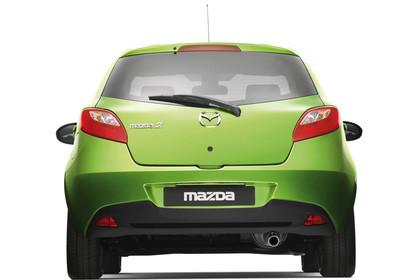 Mazda 2 DE Aussenansicht Studio Heck statisch grün