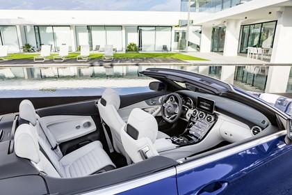 Mercedes-Benz C-Klasse Cabriolet A205 Innenansicht statisch Rücksitze Vordersitze und Armaturenbrett