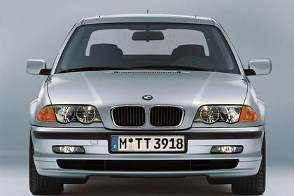 BMW 3er Limousine E46 Aussenansicht Front statisch Studio silber