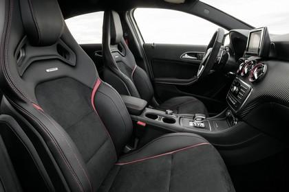 Mercedes-AMG A 45 Innenansicht Detail statisch schwarz Sitz