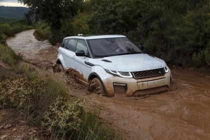 Range Rover Evoque L538 Aussenansicht Front schräg dynamisch weiss