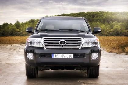 Toyota Land Cruiser V8 J20 Aussenansicht Front statisch schwarz