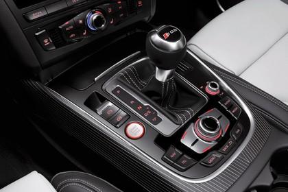 Audi Q5 8R Innenansicht Detail Mittelkonsole statisch schwarz