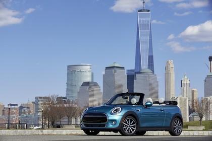 Mini Cabrio F57 Aussenansicht Front schräg statisch blau