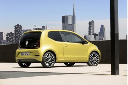 VW UP! Aussenansicht Heck schräg statisch gold