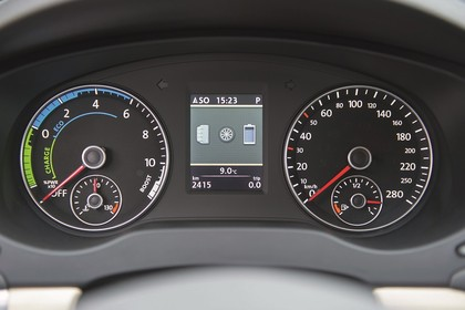 VW Jetta 6 Innenansicht Detail Kombiinstrument statisch schwarz