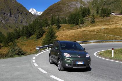 Fiat Panda 4x4 319 Aussenansicht Front schräg dynamisch grün