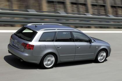 Audi A4 Avant B7 Aussenansicht Heck schräg statisch silber