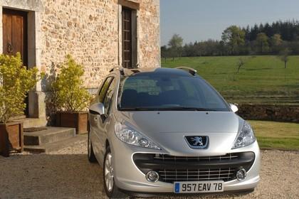 Peugeot 207 SW W Aussenansicht Front schräg statisch silber