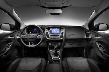 Ford Focus Turnier Mk3 Innenansicht Armaturenbrett