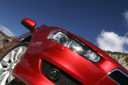 Mitsubishi Lancer CZ0 Aussenansicht Detail statisch rot Scheinwerfer