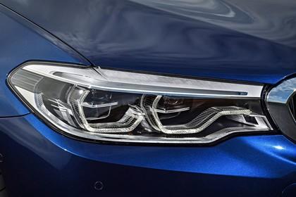 BMW 5er G31 Touring Aussenansicht Detail Scheinwerfer statisch blau