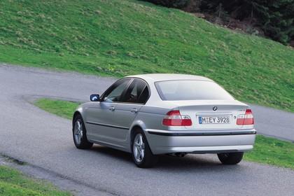 BMW 3er Limousine E46 LCI Aussenansicht Heck schräg dynamisch silber