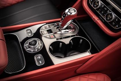 Bentley Bentayga Innenansicht statisch Studio Detail Mittelkonsole