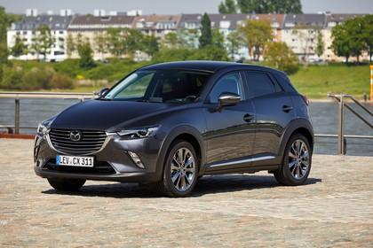 Mazda CX-3 DJ1 Aussenansicht Front schräg statisch grau