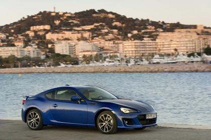 Subaru BRZ Aussenansicht Seite schräg statisch blau