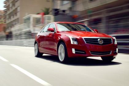 Cadillac ATS Limousine Aussenansicht Front schräg dynamisch rot