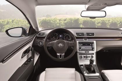 VW CC Innenansicht Fahrerposition statisch hellbraun