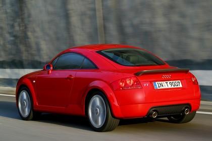 Audi TT 8N Aussenansicht Heck schräg dynamisch rot
