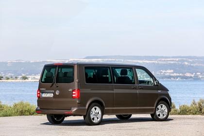 VW T6 Caravelle SG/SF Aussenansicht Heck schräg statisch braun