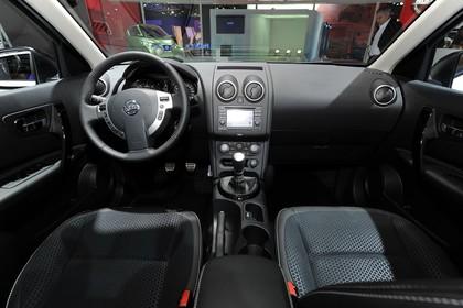 Nissan Qashqai Innenansicht mittig statisch schwarz