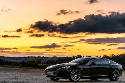 Aston Martin Rapide S Aussenansicht Seite schräg statisch schwarz