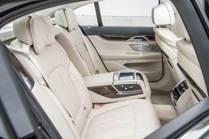 BMW 7er G11/G12 Innenansicht Rücksitzbank statisch beige