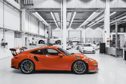 Porsche 911 GT3 RS 991.2 Aussenansicht Seite statisch rot