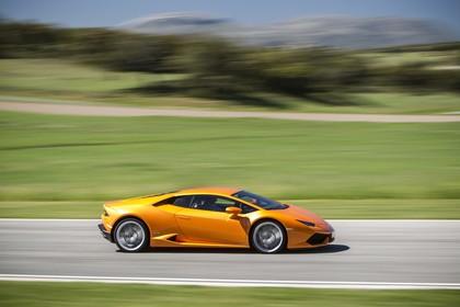 Lamborghini Huracán Aussenansicht Seite dynamisch orange
