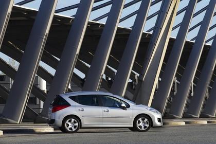 Peugeot 207 SW W Facelift Aussenansicht Seite schräg statisch silber