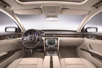 VW Phaeton 3D Facelift Innenansicht statisch Studio Vordersitze und Armaturenbrett