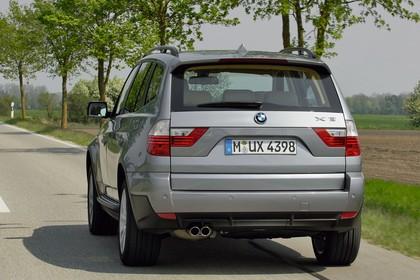 BMW X3 E83 Aussenansicht Heck schräg dynamisch grau