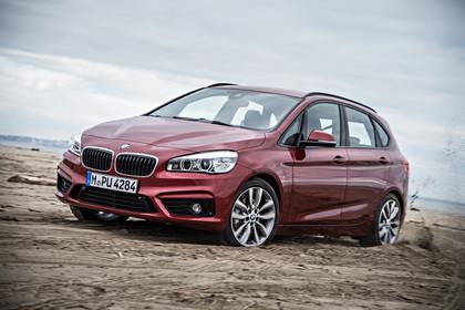 BMW 2er Active Tourer AussenansichtFront schräg dynamisch rot
