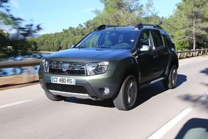 Dacia Duster SD Aussenansicht Front schräg dynamisch grun