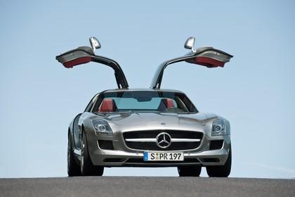 Mercedes-Benz SLS AMG Coupé C197 Aussenansicht Front schräg statisch silber