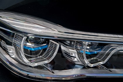 BMW 7er G11/G12 Aussenanansicht Detail Scheinwerfer statisch schwarz